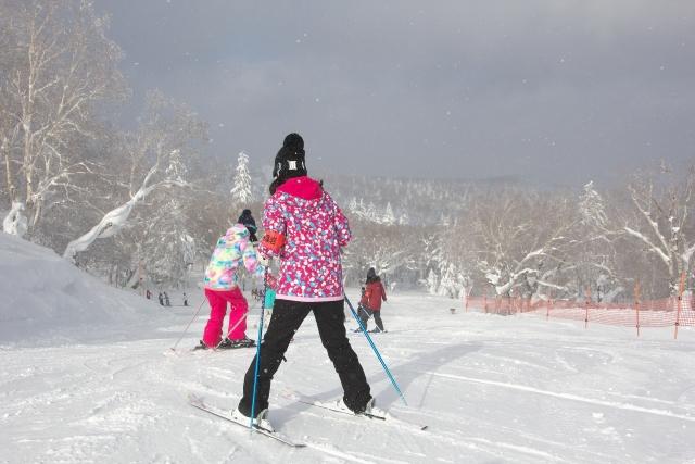 家族4人 スキー 費用